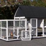 Hühnerstall Kathedral XL hat grosse Türe für eine optimale Zuganglichkeit