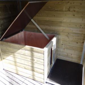 Schlafhaus mit einem Scharnierdach