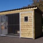 ZWINGER Forz mit isoliertem Schlafhaus, Holzrahmen und Fenster