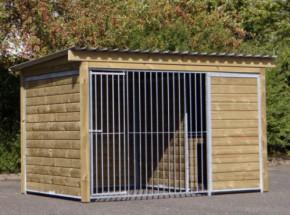 Zwinger Forz mit isoliertem Schlafhaus, Plattform und Holzrahmen