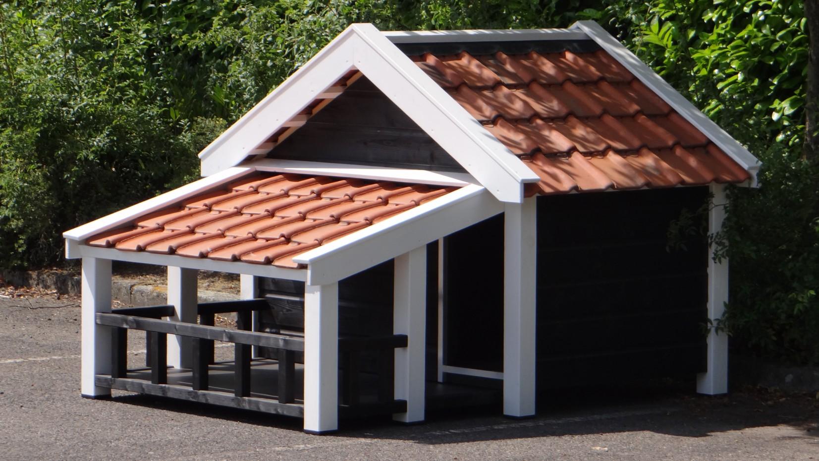 Hundehütte Snuf mit schöner Veranda Schwarz/Weiss, isoliert 205x134x143cm