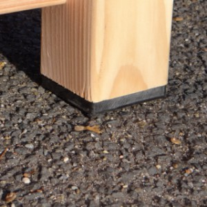 Kunststoff Füsse zeichen die gute Qualität der Hundehütte Reno