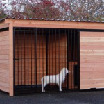 Hundezwinger Forz schwarz mit isolierter Hundehütte aus Douglas Holz