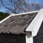 Hundehütte mit Dachziegeln