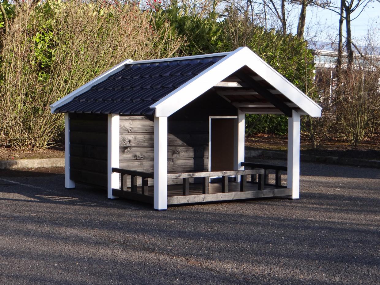 Hundehütte Snuf mit Veranda schwarz glasierte Dachziegel 188x223x144cm