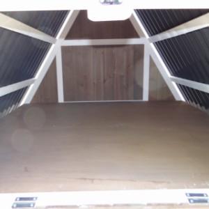 Stauraum im Dachboden des Hühnerstalls