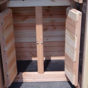 Stauraum mit Boden aus Sperrholz