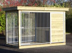 Hundezwinger FIX mit Holzrahmen, Holzboden, Luxusdach und Schutzhaus Block