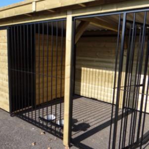 Hundezwinger FORZ schwarz mit isolierter Hundehütte und Futterstelle