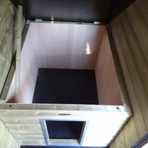 Klappdach und Innenseite vom Schutzhaus