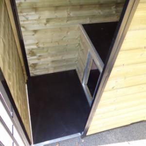 Zwinger versehen mit Schutzhaus und Bodenplatte