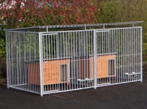 Hundezwinger Flinq Doppel 2x4 m mit Hundehütte und Fütterstelle