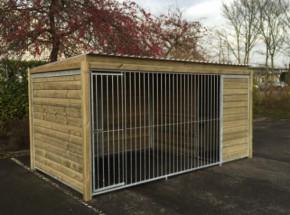 Hundezwinger Forz 2x4 mit Holzrahmen und isolierte Hundehütte