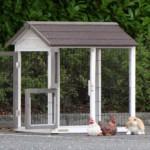 anbau-auslauf tierhaus mit große türen