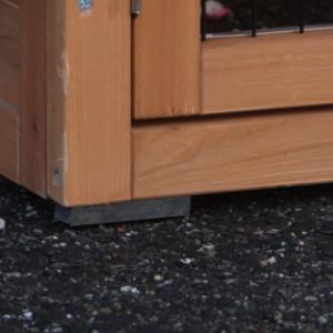 kaninchenstall mit Kunststoff-Füße