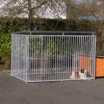 Grosser Hundezwinger mit Dach und isolierter Hundehütte 200x407 cm