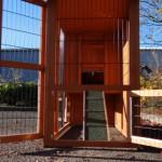 Kaninchenstall mit großzügigen Türen