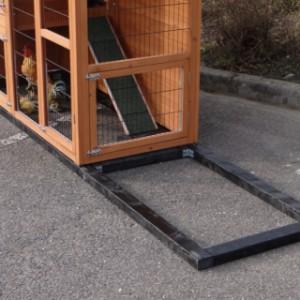 Fundament Schwarz Impragniert für Animalhouse Double Small mit 1 Auslauf