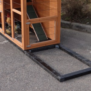 Holz Fundament Schwarz Impragniert für Tierstall Julia
