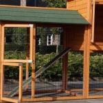 Große Hühnerstall mit geräumige Türen